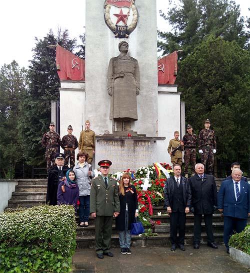 Возложение венков к Мемориалу советских воинов в Пече