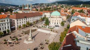 Главная площадь города Печ