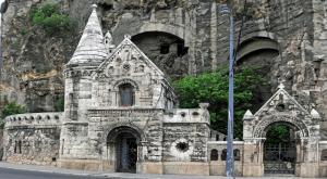 Уникальная пещерная церковь у горы Геллерт